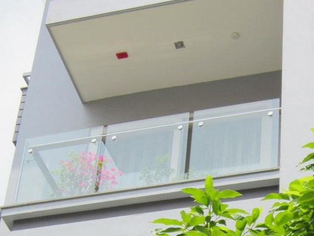 Lắp đặt cửa kính siêu bền 365