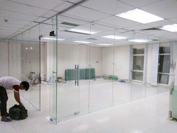 Lắp cửa kính uy tín HCM